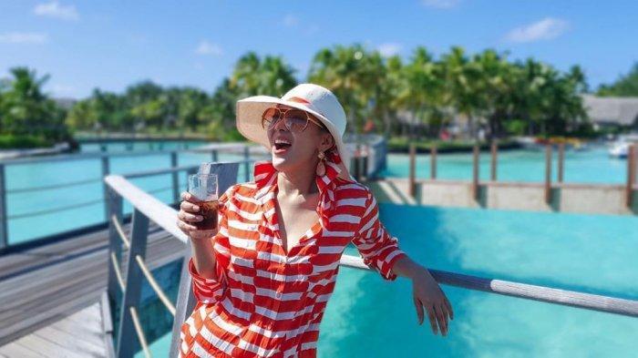 Intip 5 Gaya Syahrini Kenakan Topi, Bisa Jadi Inspirasi untuk Kamu yang Suka Travelling
