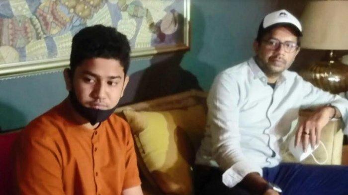 Syakir Daulay didampingi kuasa hukumnya, Haris Azhar, dalam jumpa pers di Jakarta, akhir pekan lalu.