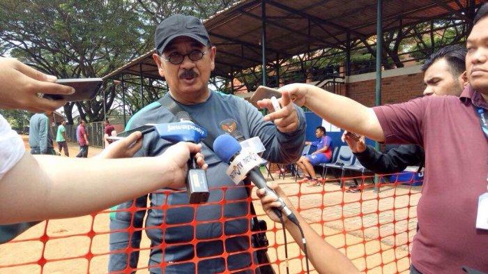 Dokter Timnas Indonesia U-22, Syarif Alwi di lapangan Sekolah Pelita Harapan, Karawaci, Tangerang, Jumat (17/3/2017).