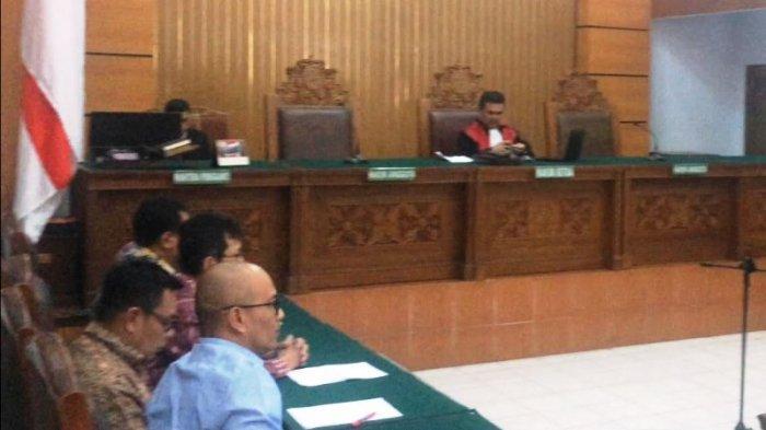 Hakim Ketua Effendy Muchtar membacakan putusan akhir sidang praperadilan gugatan mantan kepala BPPN Syafrudin Arsyad Tumenggung yang ditetapkan sebagai tersangka oleh KPK dalam kasus BLBI di Pengadilan Negeri Jakarta Selatan, Rabu (3/8/2017).