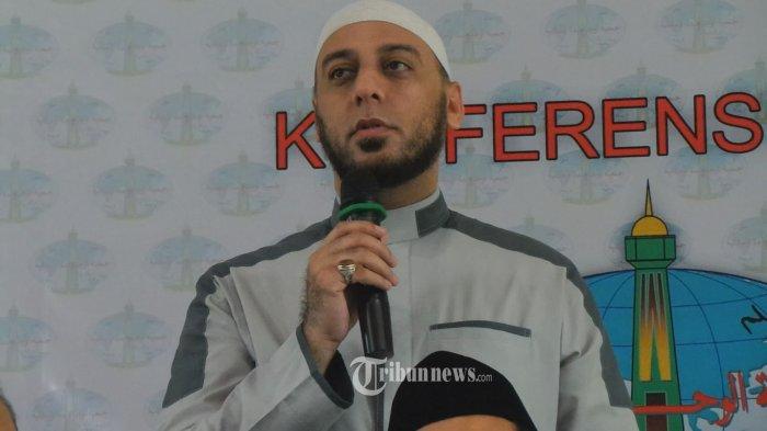 Syekh Ali Jaber Menangis Tak Bisa Jumatan dan Salat Tarawih Selama Ramadan