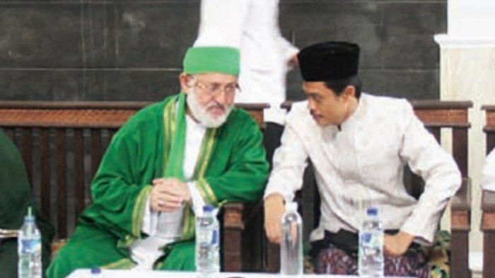 KH. Imam Jazuli,  Lc. MA besama Syekh Fadhil al-Jaelani saat beliau berkunjung ke Pesantren Bina Insan Mulia Cirebon.