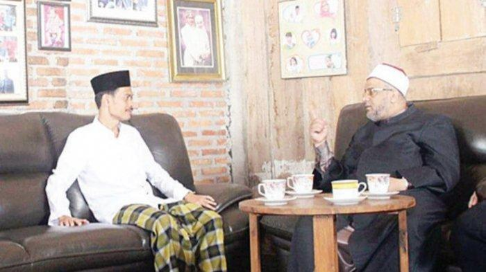 KH. Imam Jazuli, Lc. MA bersama Syekh Zakariya Moh al Marzuq, dari Universitas al Azhar Mesir ketika beliau berkunjung ke Pesantren Bina Insan Mulia.