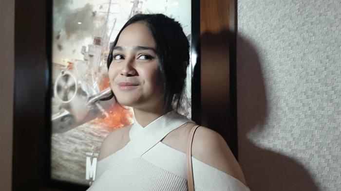 Syifa Hadju,  usai menyaksikan premier Film Frozen di Senayan, Jakarta Selatan, Jumat (15/11/2019)