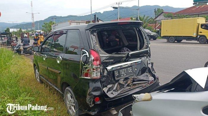 Tabrakan 7 Mobil di Padang karena Rem Truk Blong, Supir: Tidak Mau Berhenti, Mau Bagaimana Lagi