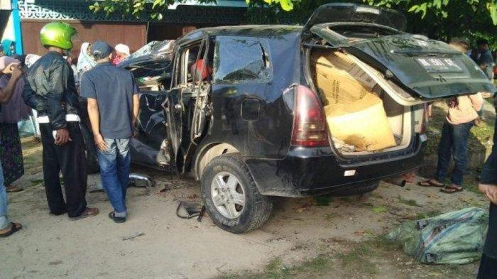 Kijang Innova Terjungkal, Satu Penumpang Dilaporkan Tewas