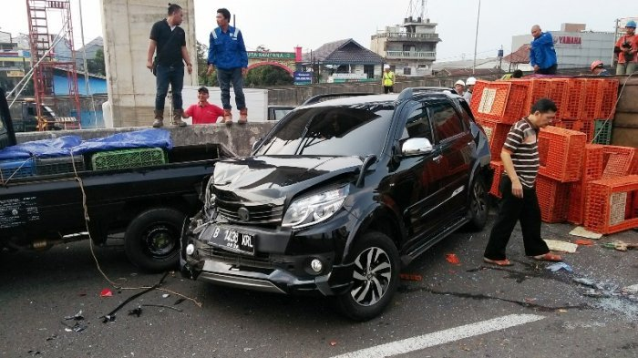 Truk Tabrak 10 Mobil di Jalan Sholeh Iskandar Kota Bogor