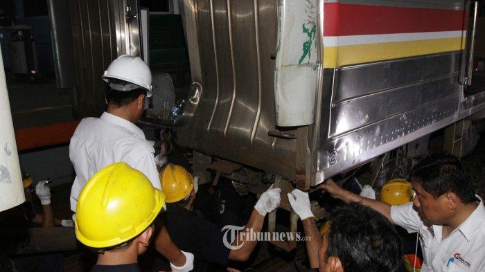 RSPAD Rawat 15 Korban Tabrakan Kereta Commuter Line