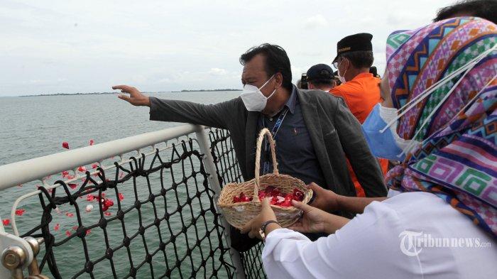 Ungkapan Keluarga Korban Sriwijaya Air saat Acara Tabur Bunga: Ini Musibah yang Tak Bisa Dielakkan