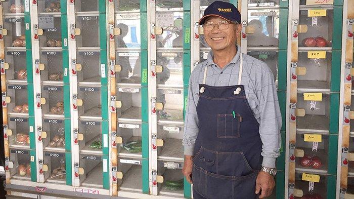 Tadao Yoshida, pemilik loker jualan sayuran di Nerima.