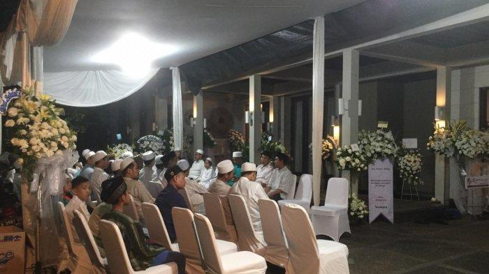 Suasana tahlilan di kediaman Bunga Citra Lestari (BCL), kawasan Pejaten Barat, Jakarta Selatan, Rabu (19/2/2020).