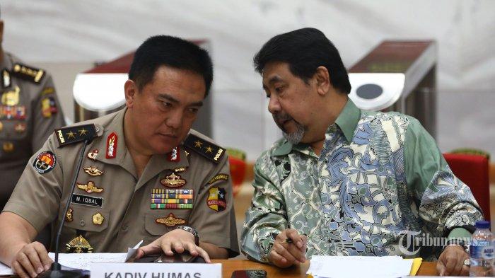 Kadivhumas Polri Irjen Pol M Iqbal (kiri) bersama Anggota TGPF Hendardi (kanan) memberikan keterangan saat merilis hasil investigasi TGPF Novel Baswedan di Mabes Polri, Jakarta, Rabu (17/7/2019). Dalam keterangannya TGPF kasus Novel Baswedan merekomendasikan Kapolri Jenderal Pol Tito Karnavian untuk mendalami sejumlah perkara tindak pidana korupsi yang pernah ditangani penyidik KPK tersebut serta membentuk tim teknis lapangan untuk melanjutkan hasil kerja TGPF. TRIBUNNEWS/IRWAN RISMAWAN