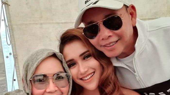 Abdul Rozak Belum Mau Ungkap Identitas Calon Suami Ayu Ting Ting