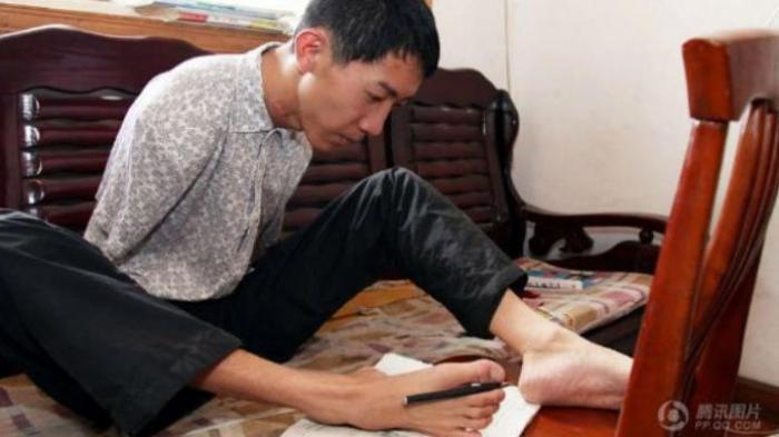Tak Punya Tangan, Pelajar China Bisa Masuk Sejumlah Universitas Terbaik