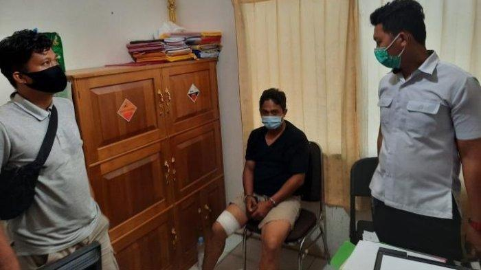 Pelaku saat diamankan di ruang penyidik Polres Berau, Jl Pemuda, Kecamatan Tanjung Redeb, Berau, Rabu (28/10/2020).