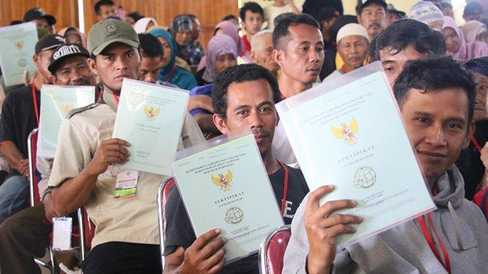 Kementerian ATRBPN - Tanah Eks HGU seluas 320 Hektare Diserahkan Kepada Masyarakat di Sukabumi - tanah-eks-hgu-seluas-320-hektare-diserahkan-kepada-masyarakat-di-sukabumi-6.jpg