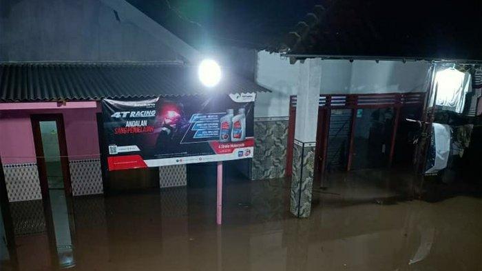 Tanah longsor yang dipicu oleh hujan intensitas sedang hingga tinggi terjadi pada Minggu (14/2/2021) malam. Peristiwa tersebut melanda sejumlah rumah warga di Desa Ngetos, Kecamatan Ngetos, Kabupaten Nganjuk, Jawa Timur.