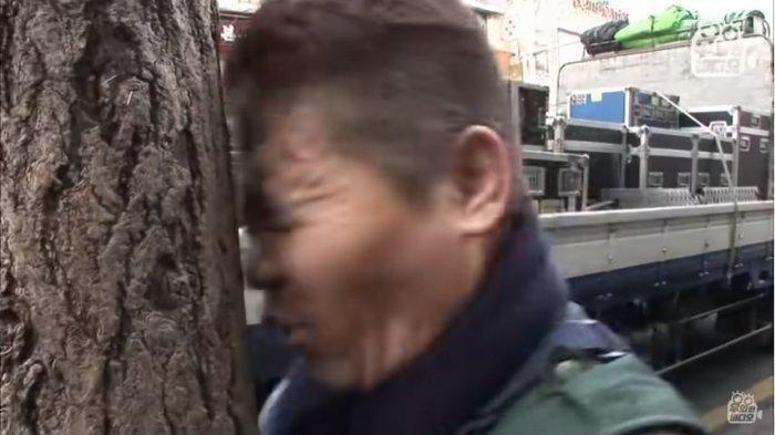 Pria Korsel Ini Antukan Kepalanya di Pohon Tiap Hari Selama 5 Tahun, Ini Alasannya