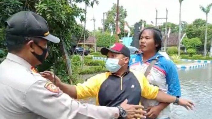 Cerita Bupati Jombang Ditantang Warga Masuk ke Lokasi Banjir: Percuma ke Sini, Ayo Masuk