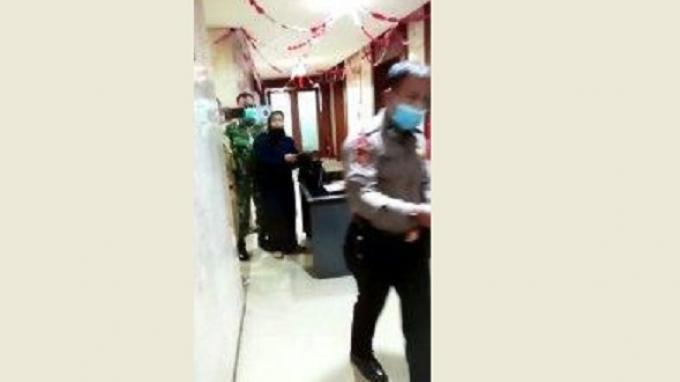 BREAKINGNEWS: Wanita Bawa Bensin Menyelinap ke Balai Kota DKI, Ancam Bakar Kantor Anies Baswedan