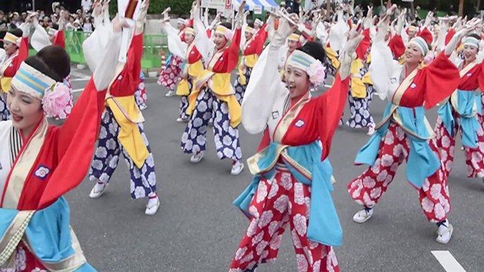 Tarian Yosakoi di festival yang ada di Perfektur Kocgi Jepang