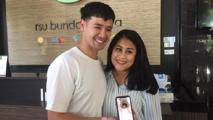 Tara Budiman dan Gya Sadiqah di RS Bunda Menteng Jakarta Pusat, Minggu (30/12/2018).