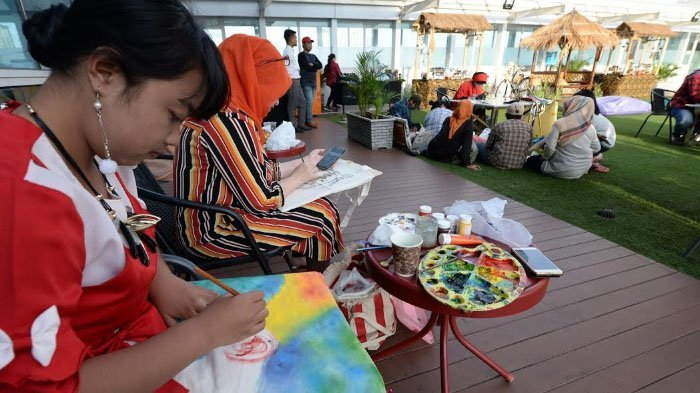 23 Pelukis Perempuan Jatim Lelang Lukisan Tas Kasih Untuk Korban Bom Surabaya