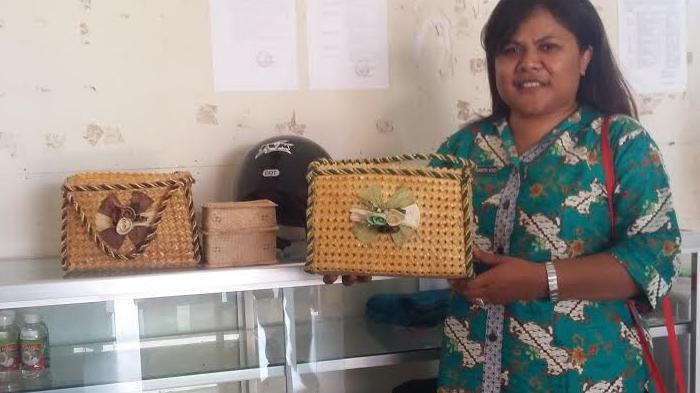Ini Tas Khas Kota Kupang, Berbahan Daun Pandan Hutan Khas NTT, Bau Etnik yang Keren!