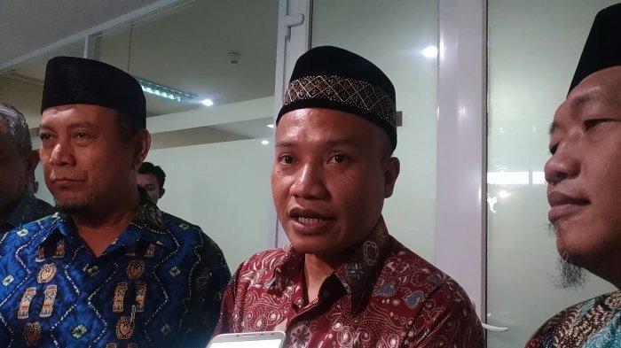 Ketua Fraksi Demokrat-PAN DKI Jakarta Taufiqurrahman (tengah) usai menerima kunjungan tiga Cawagub PKS di Gedung DPRD DKI, Jakarta Pusat, Selasa (22/1/2019).