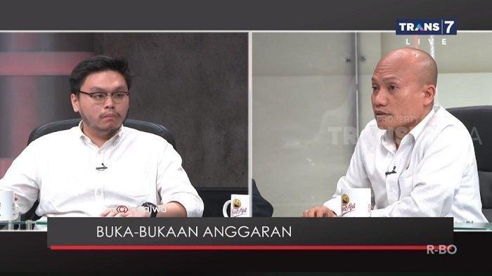 Mantan Ketua Fraksi Demokrat DPRD DKI Jakarta, Taufiqurrahman (kanan) memberikan tanggapannya atas pernyataan anggota DPRD DKI Jakarta dari Fraksi Partai Solidaritas Indonesia (PSI) William Aditya Sarana (kiri) soal anggaran janggal DKI Jakarta.