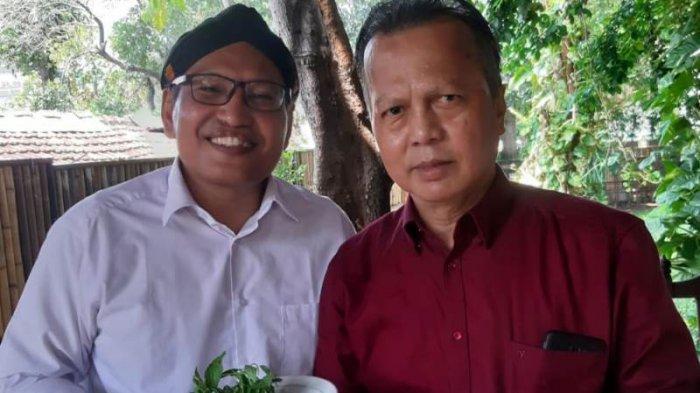 Tubagus Adhi dan Aat Surya Safaat dari PWI Jaya Terima Press Card Number One di HPN 2020