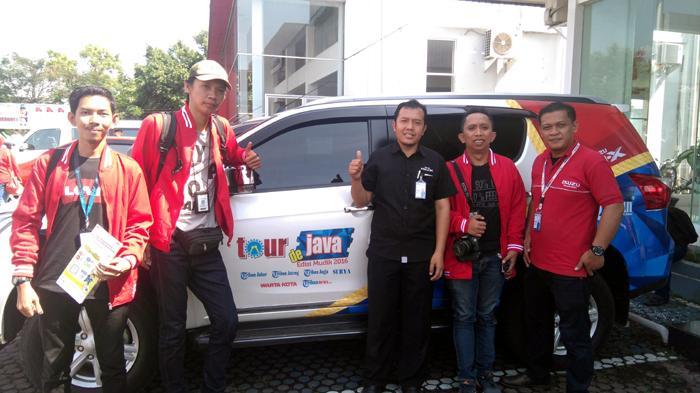 Tim Tour De Java Mudik 2016 Sambangi Kantor Cabang Isuzu Cirebon