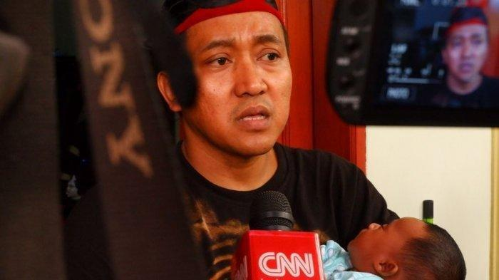 Teddy suami Lina Jubaedah, ibunda Rizky Febian