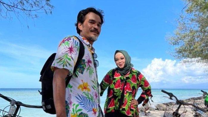 Teddy Syah syok tahu penyakit bawaan Rina Gunawan saat terpapar Covid-19 ternyata sudah parah, buat sang istri stres.