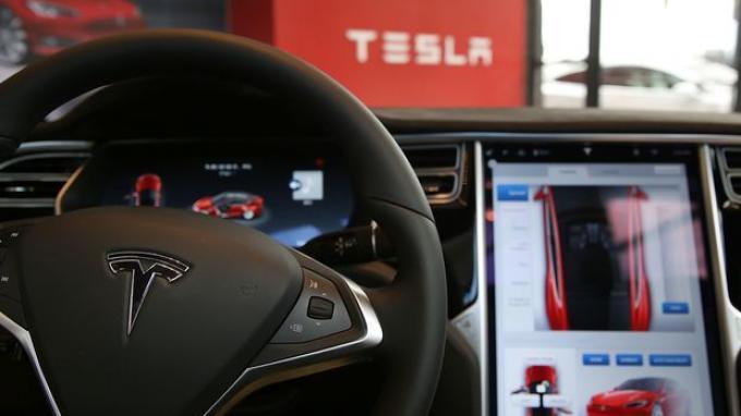 Teknologi Autopilot Tesla Kembali Bermasalah, Elon Musk Menyangkal Lagi di Twitter