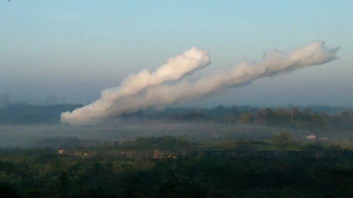 Tembakan meriam Caesar 155 di area Latihan Antar Cabang TNI AD Kartika Yudha 2019 di Batu Raja, Ogan Komering Ulu, Sumatera Selatan, Senin (19/8/2019) pagi.
