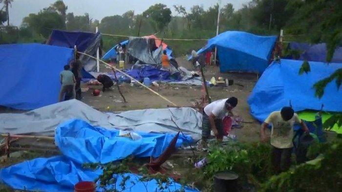 Tenda Pengungsi di Majene Diterjang Angin Kencang hingga Porak-poranda