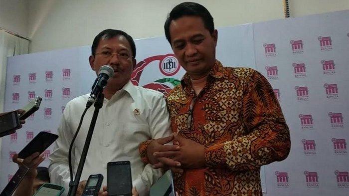 Kemesraan Menteri Kesehatan Dokter Terawan dan Ketua Umum Persatuan Besar Ikatan Dokter Indonesia (PB IDI) di kantor pusat PB IDI, di Jakarta Pusat, Rabu (30/10/2019).