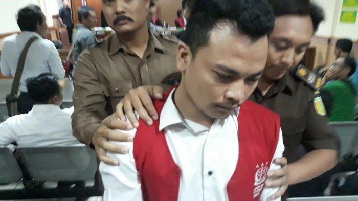 Terdakwa Haris Simamora usai sidang di Pengadilan Negeri Bekasi, Senin (8/4/2019)