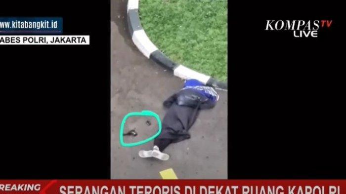 Terduga teroris diduga berjenis kelamin perempuan di Mabes Polri, Rabu (31/3/2021)