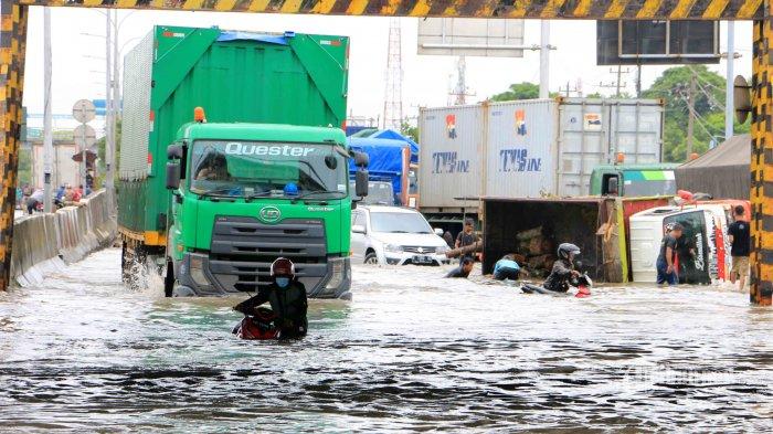 Antisipasi Kepadatan Lalu Lintas, Kemenhub Melakukan Pembatasan Angkutan Barang di Jalan Tol