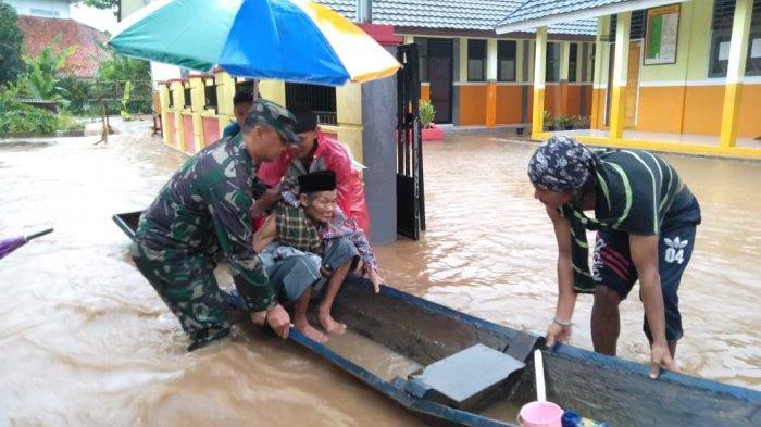 Warga Serang Kini Dicekam Banjir Pasca Tsunami
