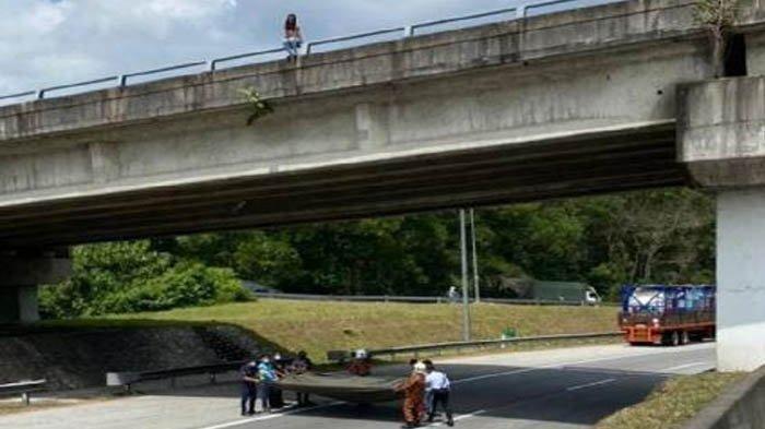 remaja perempuan ancam terjun dari jembatan