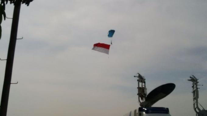 Atraksi Udara TNI AU Spektakuler, Terjun Payung Hingga Pasukan Tempur