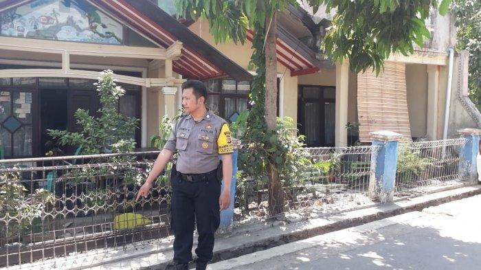 Polisi menunjukkan lokasi teror alat kelamin di Bandung, Selasa (19/11/2019). Tribunjabar/Mumu Mujahidin