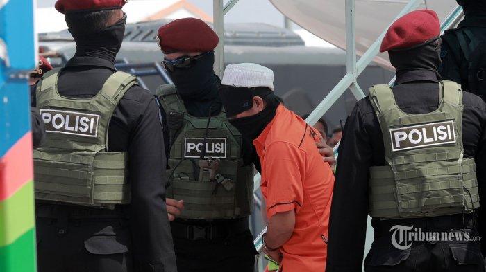 Densus 88 Tangkap 6 Terduga Teroris di Makassar yang Tergabung dalam Grup WA Bernama Batalion Iman