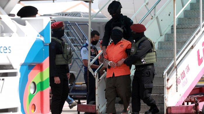 Senpi Rakitan Hingga Senjata Tajam Disita Saat Penangkapan Teroris JI di Jawa Timur