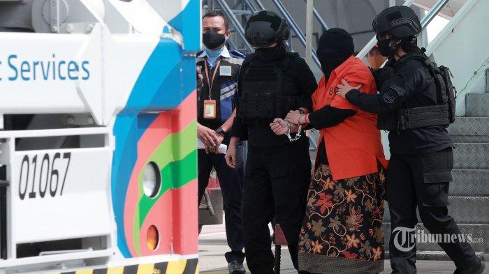 Istri Terduga Teroris di Tuban yang Ditangkap Densus 88 Sebut HP Suaminya Susah Diakses