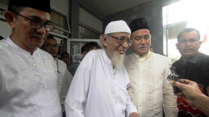 Wiranto: Presiden Perintahkan Kaji Mendalam Pembebasan Abu Bakar Ba'asyir