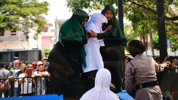 Perempuan 19 Tahun Tersandung Kasus Perzinahan Dicambuk 100 Kali